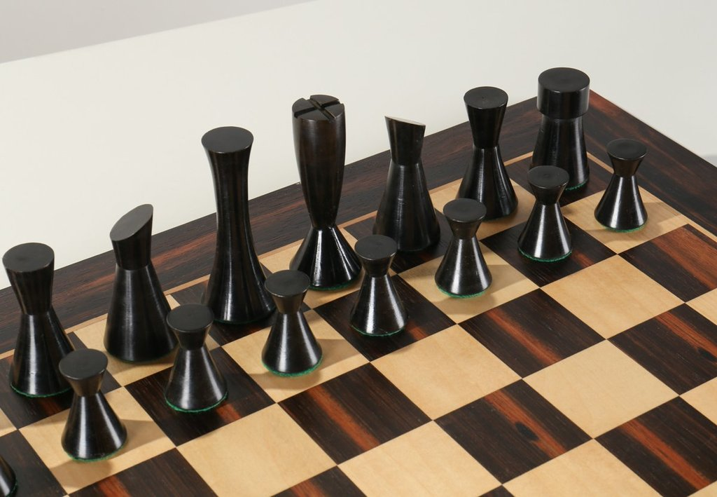 Modern Chess Set Teltable